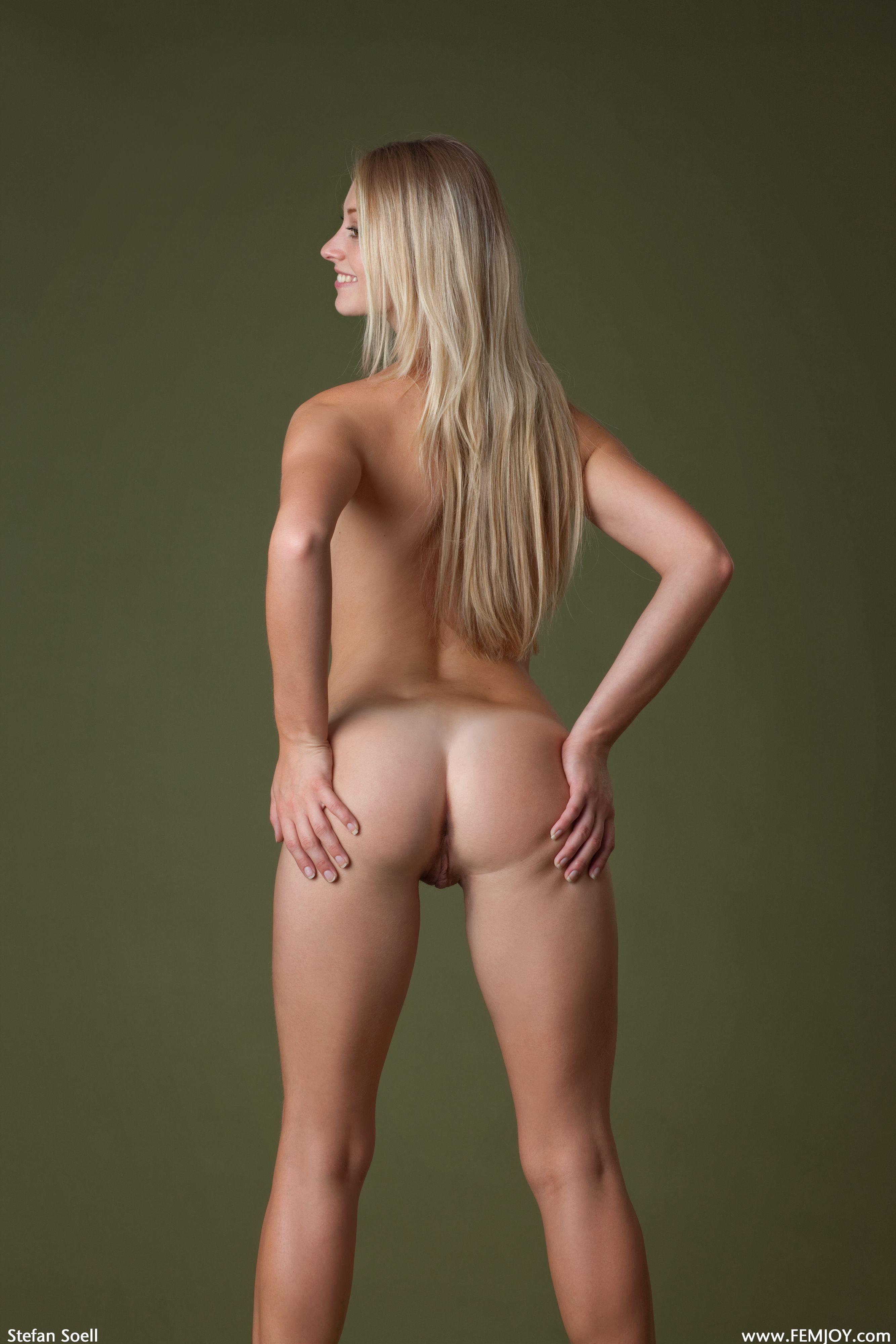 Секс и эротика фигуристые немки раздеваются 10 фотография